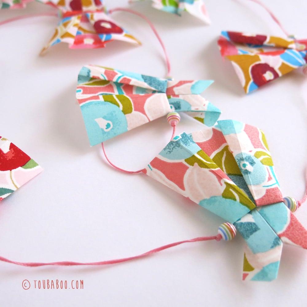 Image of Guirlande robes fleurs