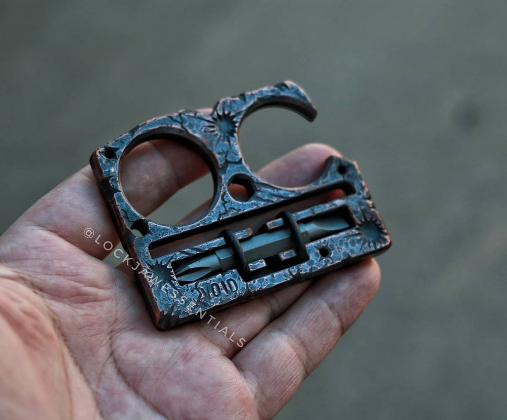Image of Scared/Ruptured Lock Jaw Compact