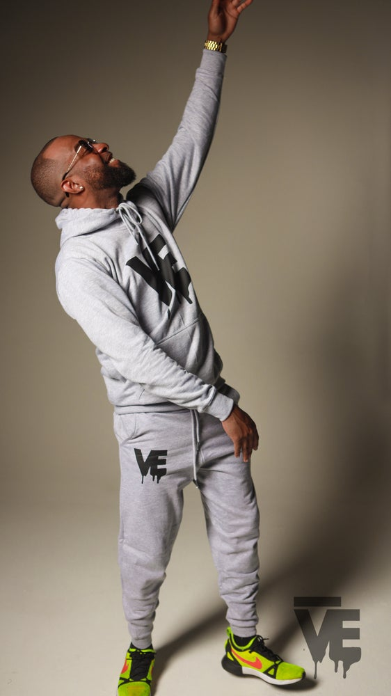 Image of Men's Grey VE Logo Sweatsuit