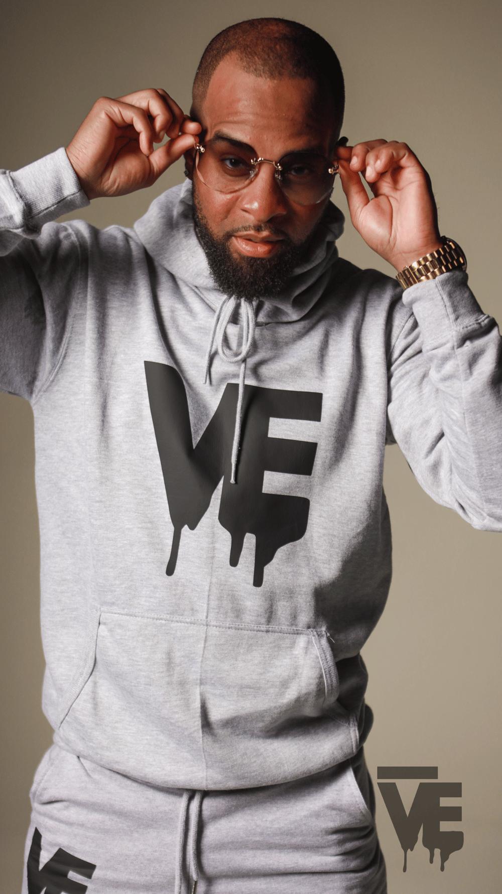 Image of Men's Grey VE Logo Sweatsuit