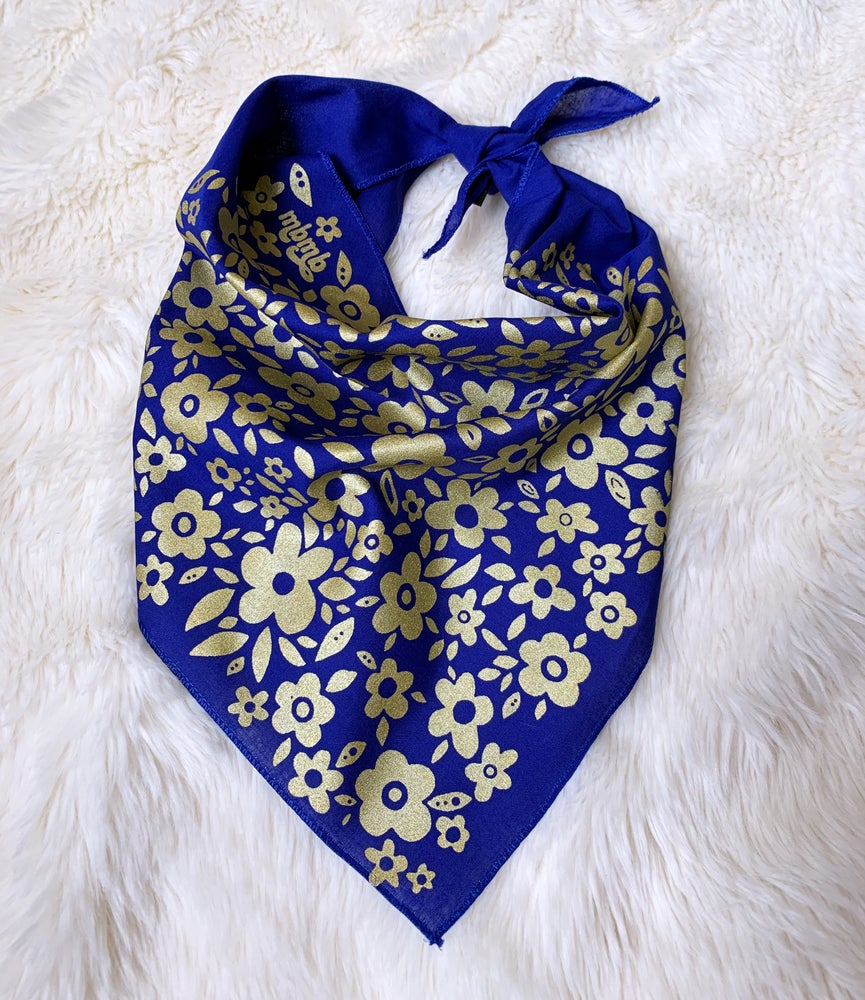 Image of Retro Floral Print Triangle Bandana-Royal/Gold