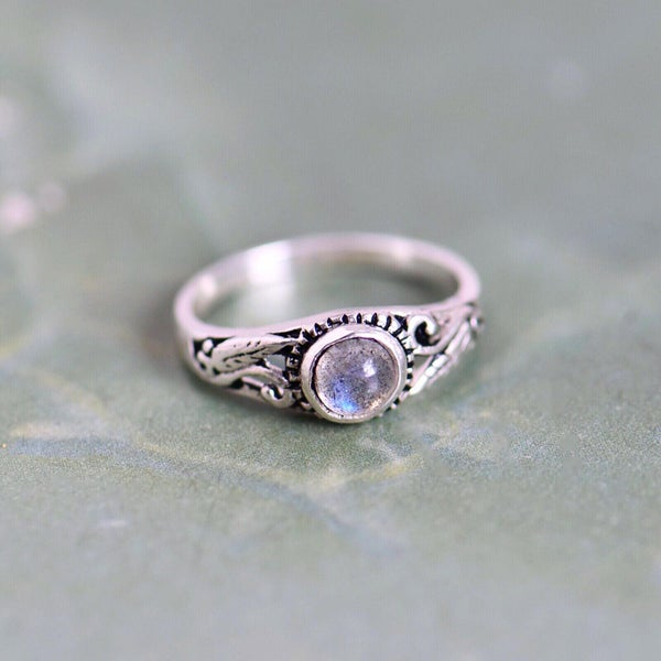 Image of Labradorite Moonstone cabochon vintage style silver ring