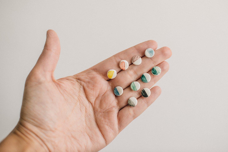 """Image of Pendientes de botón de cerámica """"Lentejitas de colores"""""""