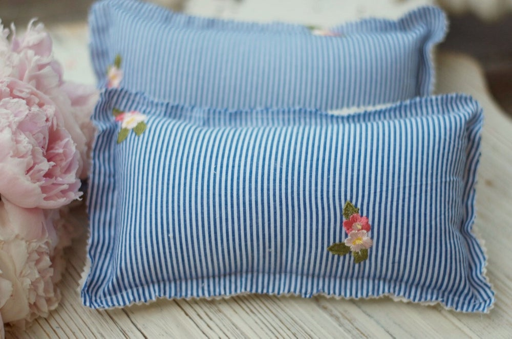 Image of Stripes and flowers pillow set
