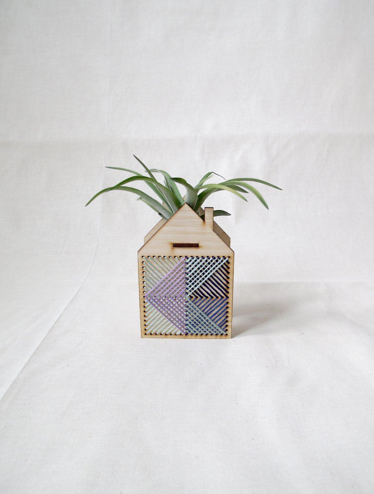 Navy Mini house airplant holder