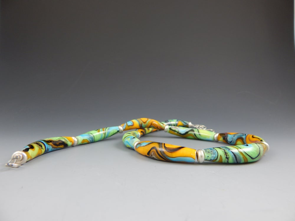 Image of Artisan Glass  • Color Curves