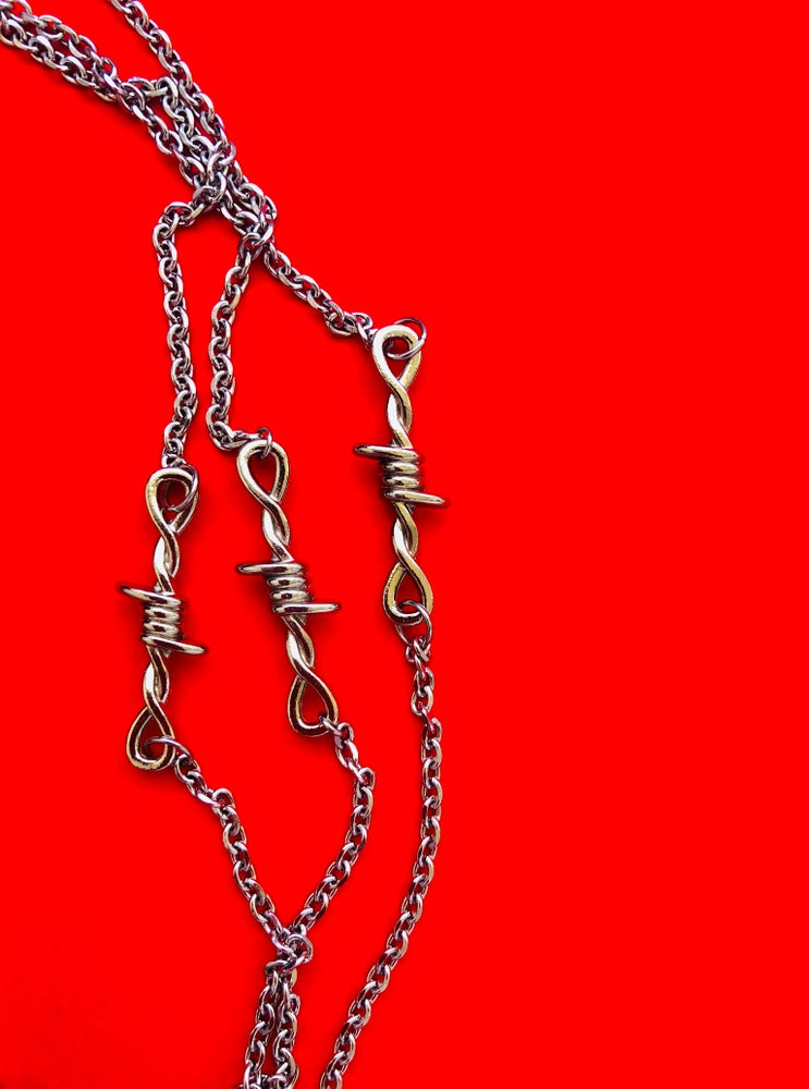 Image of SMALL BARBED WIRE NECKLACE