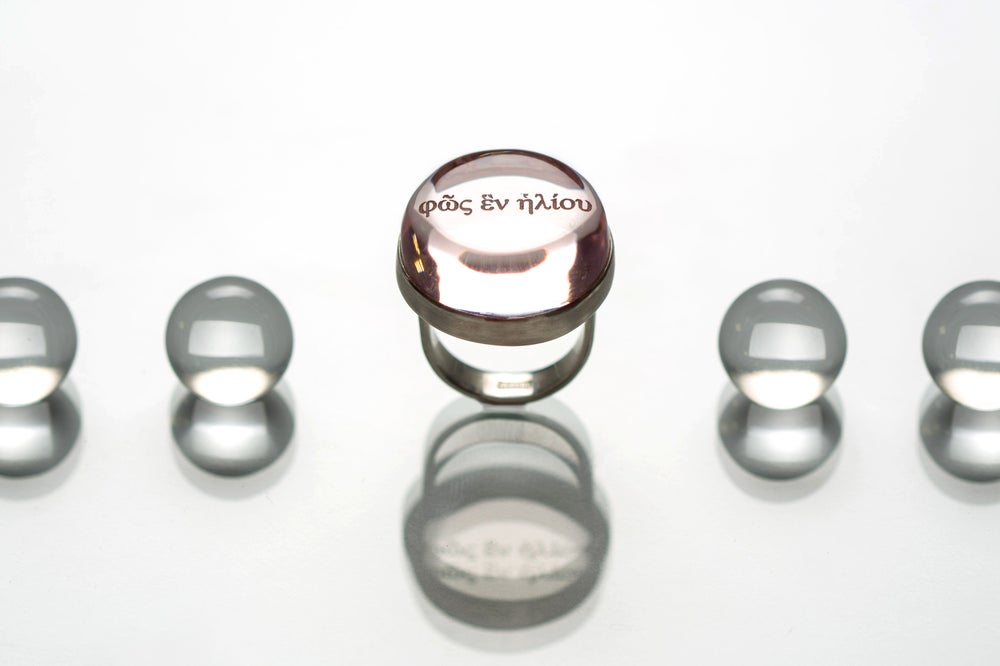 "Image of ""The light of one day"" silver ring with rose plexiglass · φῶς ἓν ἡλίου ·"