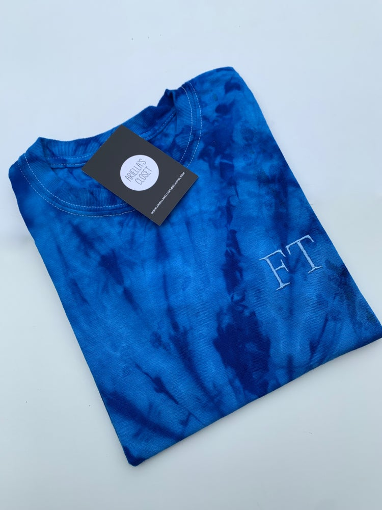 Image of BLUE TIE DYE EMBROIDERED INITIALS T-SHIRT