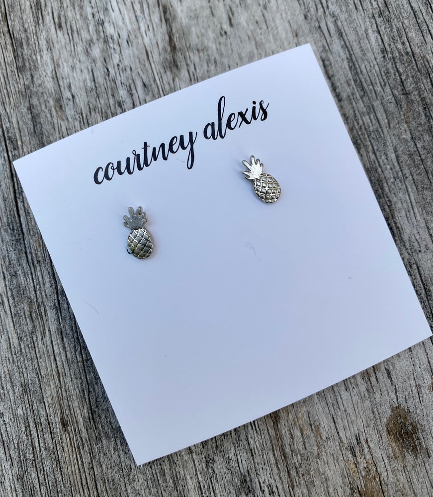 Image of Dainty pineapple studs