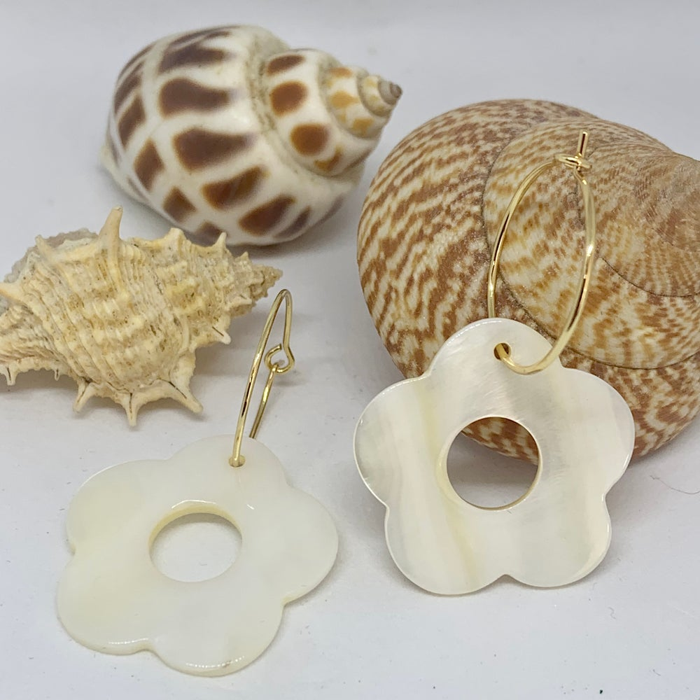 Image of Shell Flower Earrings