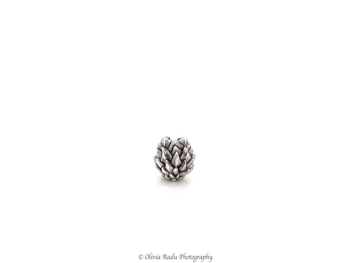 Tiny spiky bead