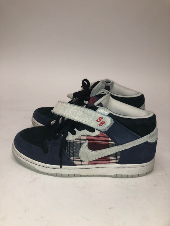 Image of SAMPLE Nike Dunk Mid Premium SB