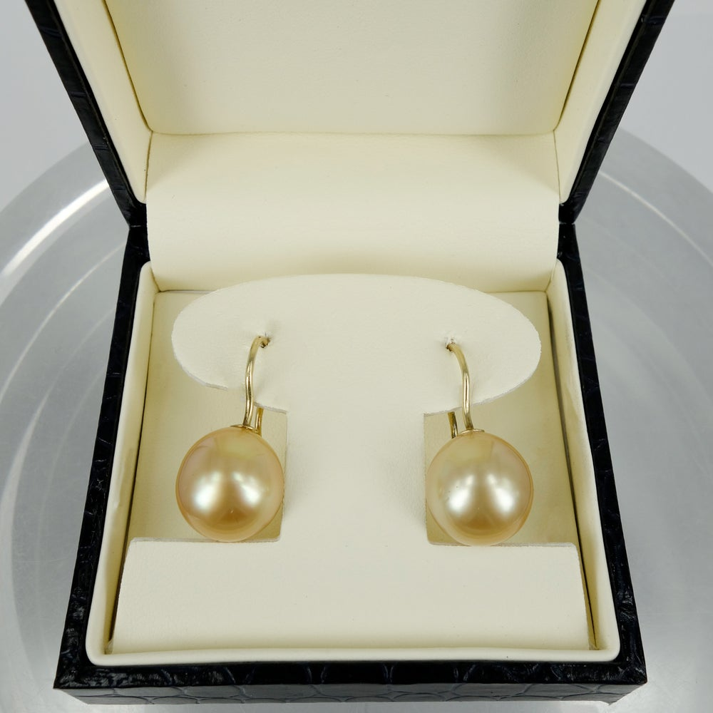 Image of CP0866 - Pearl of 18ct yellow gold pearl drop earrings