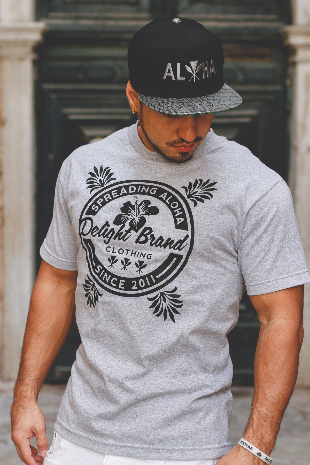 Spreading Aloha T-shirt (Athletic Grey)