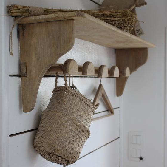 Image of Grande étagère vestiaire ancienne 5 patères, en bois brut.