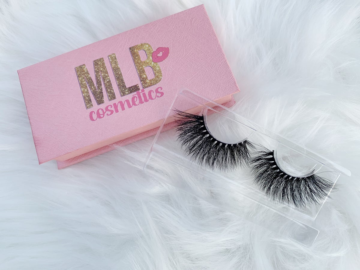 """Image of """"Chic"""" Mink Lashes"""
