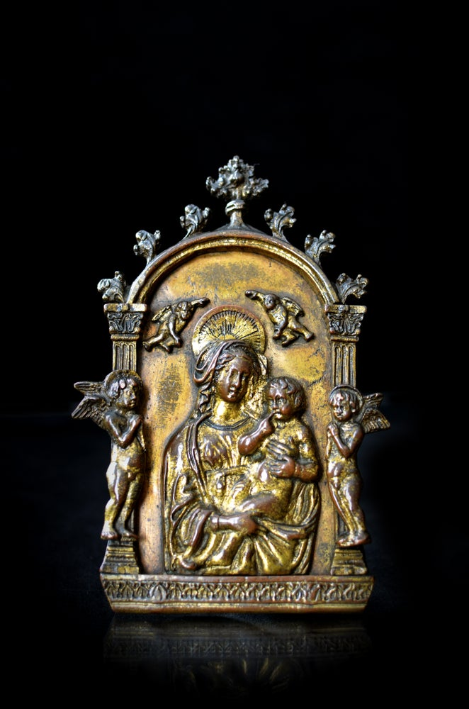 Image of 15th cent. Florentine pax of the Virgin and Child, museum provenance