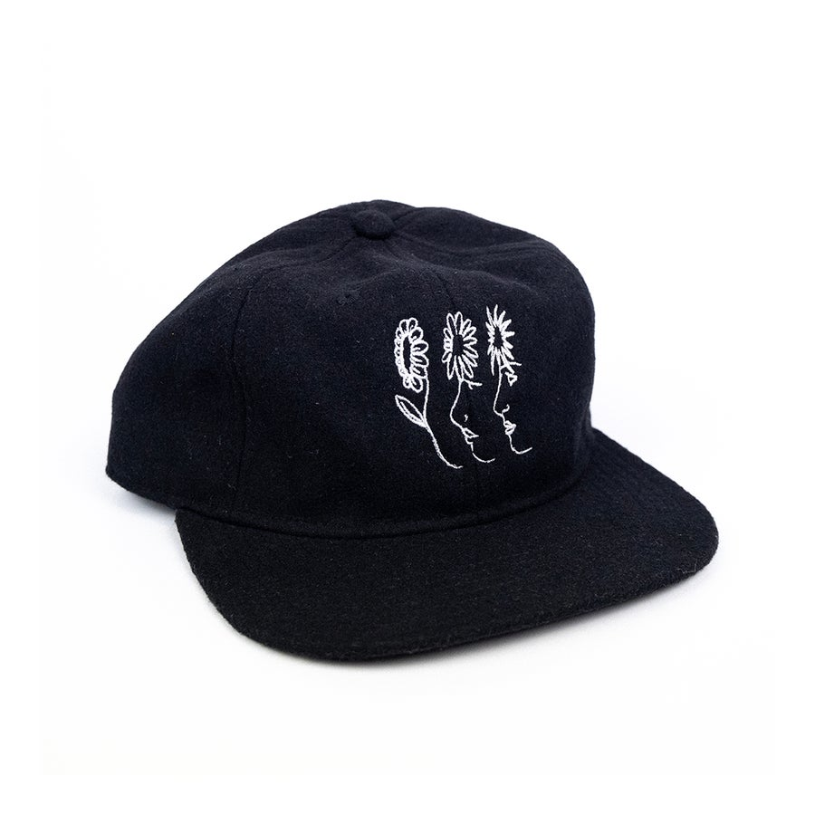 Image of 'NATURAL CONNECTION' CAP IN BLACK