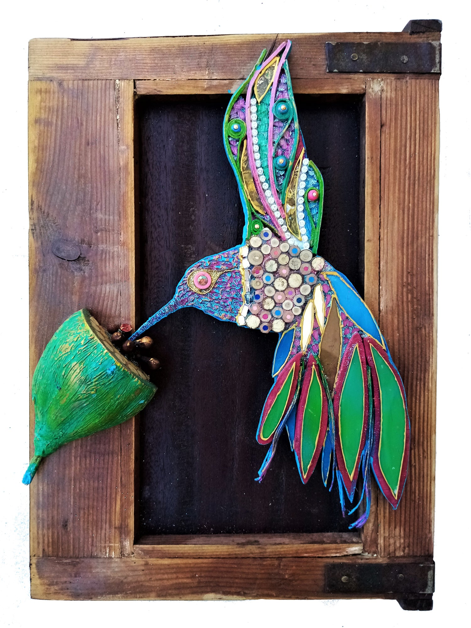 Image of Colibrì su vecchia anta/Hummingbird on old cabinet window