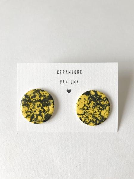 Image of Paire de boucles d'oreilles céramique MM marbré jaune