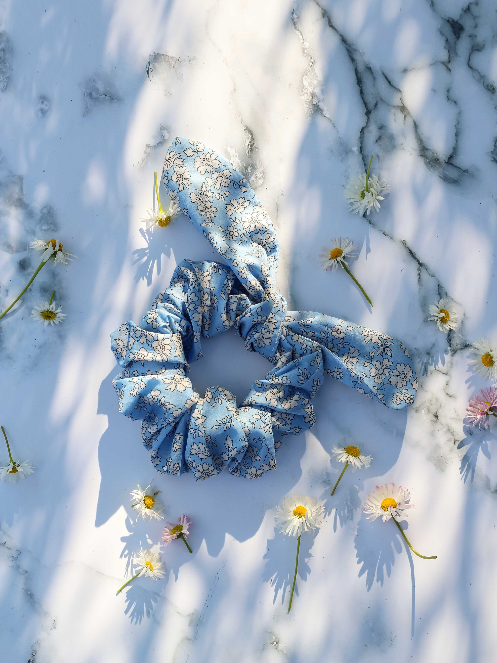 Image of Bow scrunchie * Tiny flowers * Ciel
