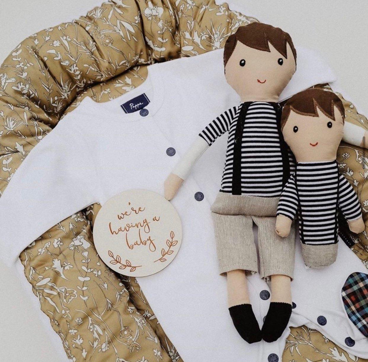 Image of Poppy Script Pregnancy Milestone Plaques