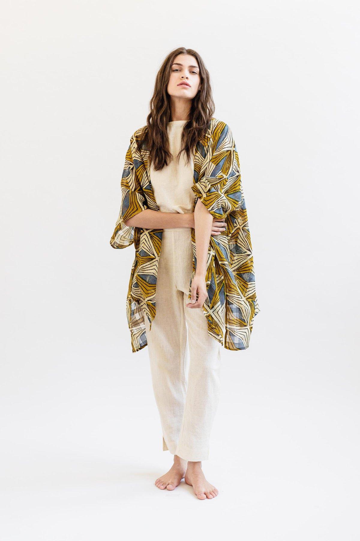 Image of Maelu Short Kimono - Hattie Print