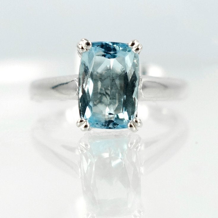 Image of 9ct white gold Aquamarine dress ring