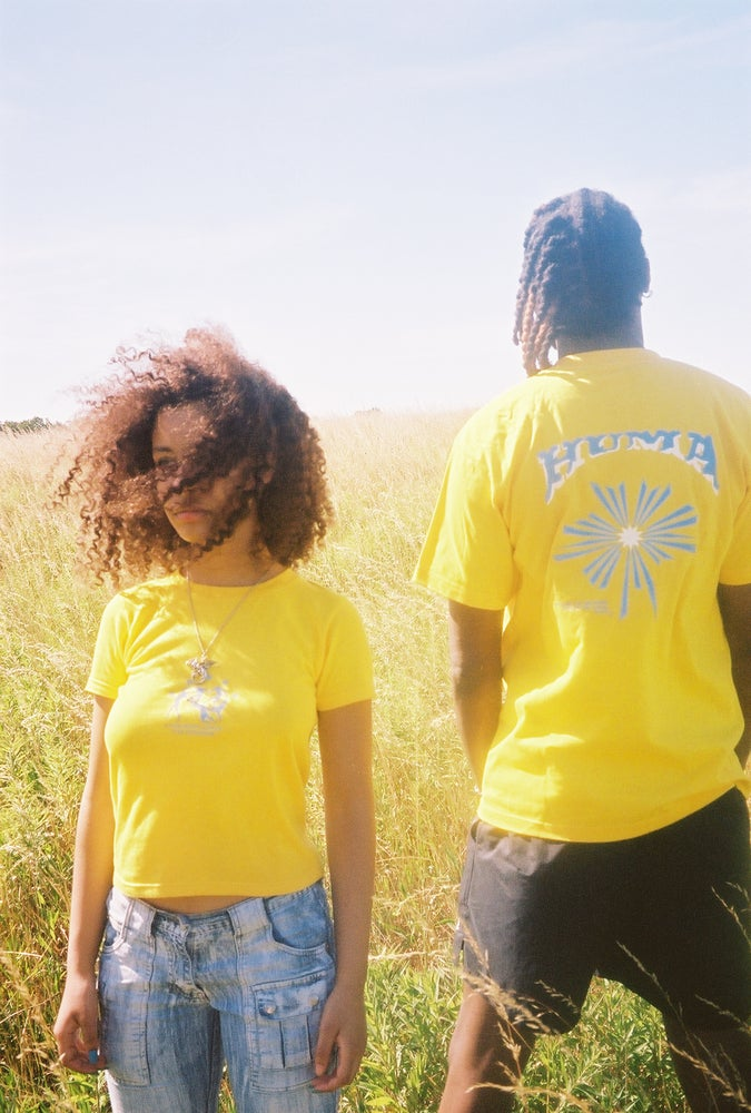 "Image of T-shirt ""everybody loves the sunshine"" Jaune"