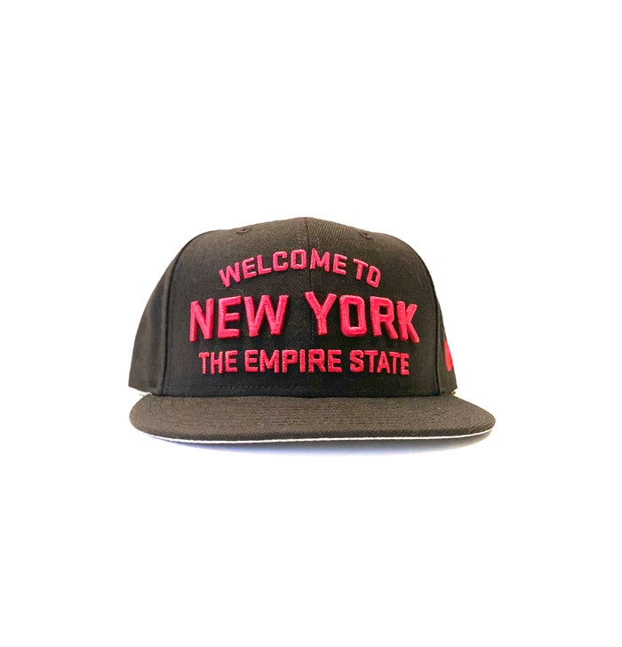 Image of 2520 X NEW ERA WELCOME TO NEW YORK THE EMPIRE STATE  9FIFTY SNAPBACK - BLACK/RADIANT RED