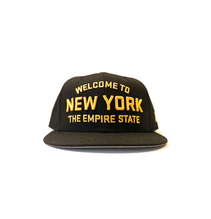 Image of 2520 X NEW ERA WELCOME TO NEW YORK THE EMPIRE STATE  9FIFTY SNAPBACK - BLACK/MANILLA