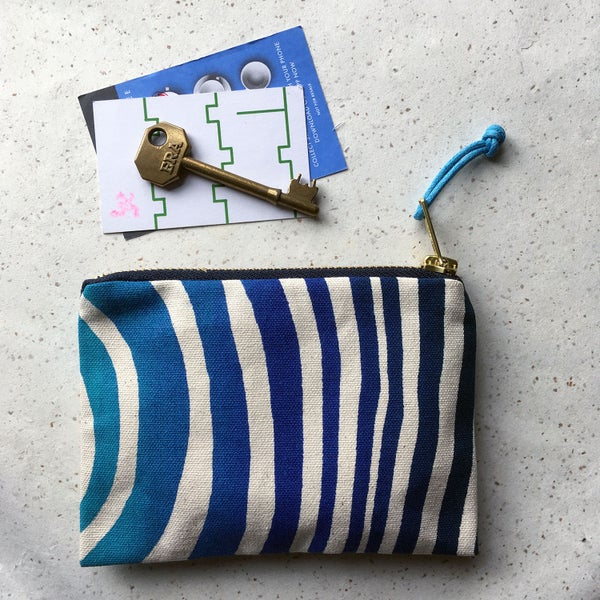 Image of Wave print handy purse - blues
