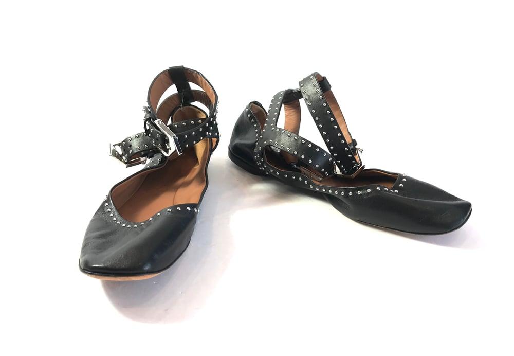 Image of Givenchy Size 40.5 Elegant Flats 935-45