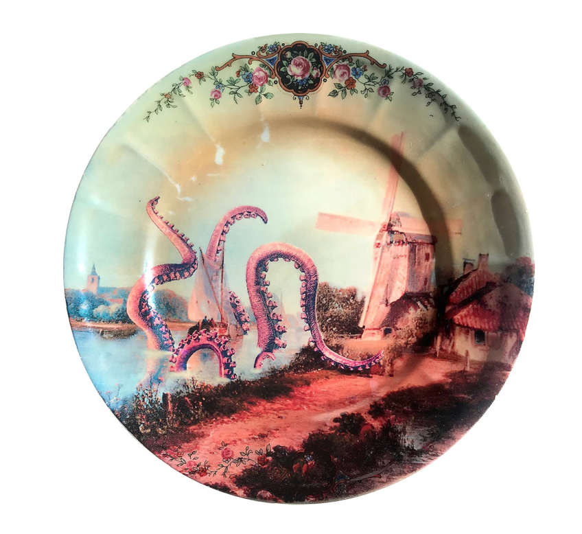 OCTOPUS ATTACKS PORCELAIN PLATE