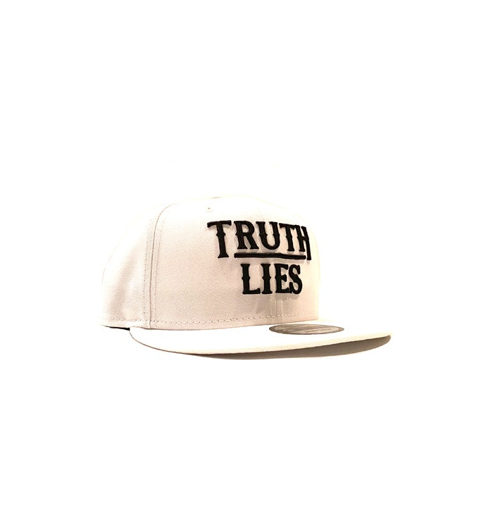 Image of 2520 X NEW ERA TRUTH OVER LIES 9FIFTY SNAPBACK - WHITE