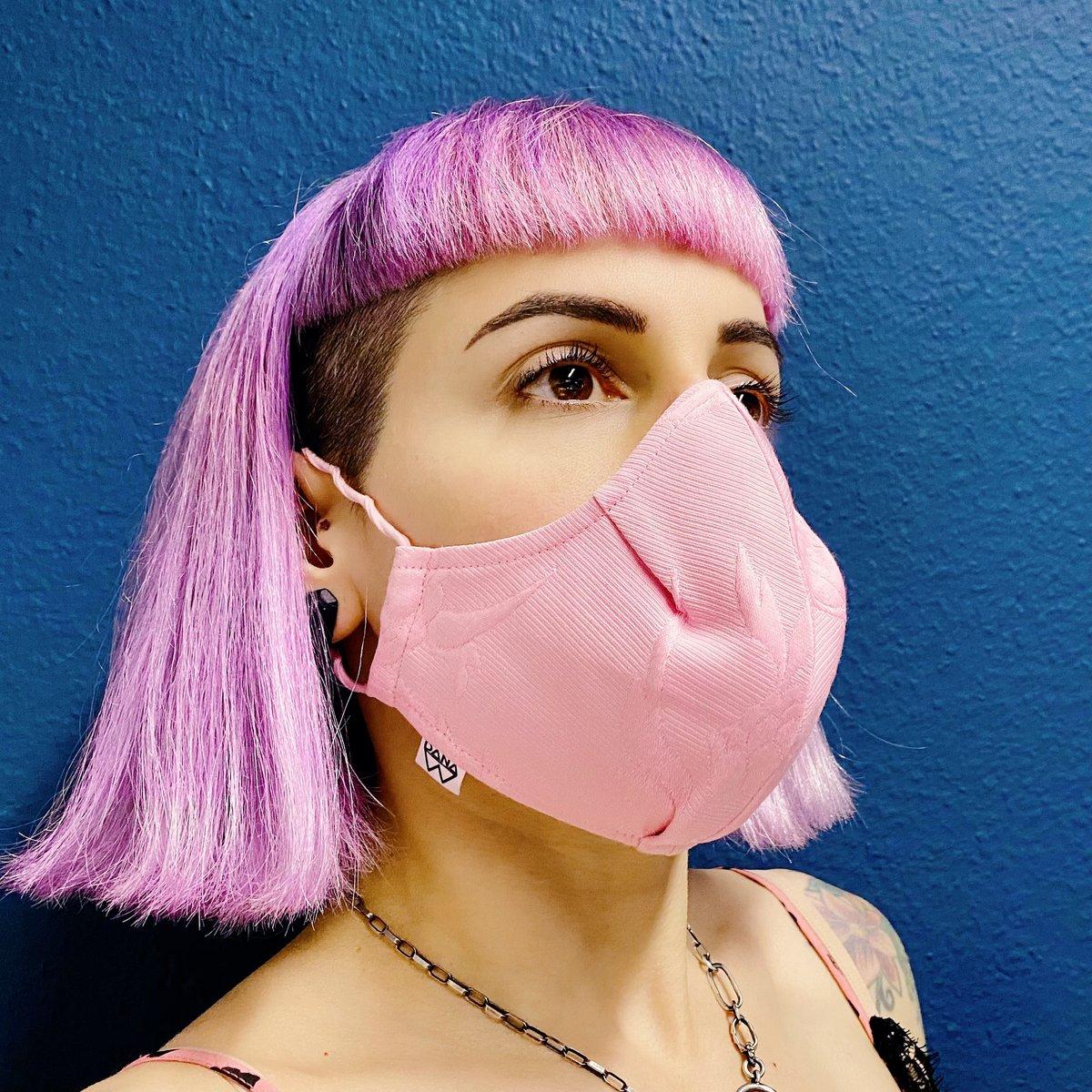 Image of face masks / Behelfsmasken