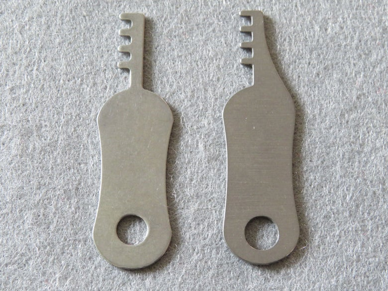 Image of Comb Pick Steel Or Titanium