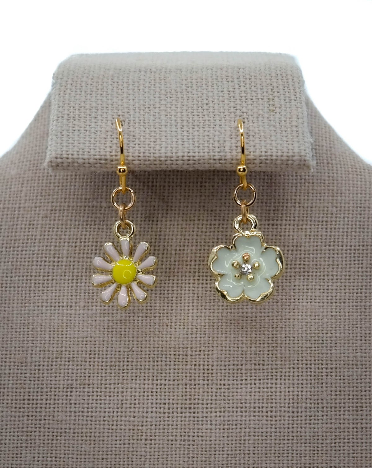 Limited Edition <br /> <br /> Earring <br /> Daisy