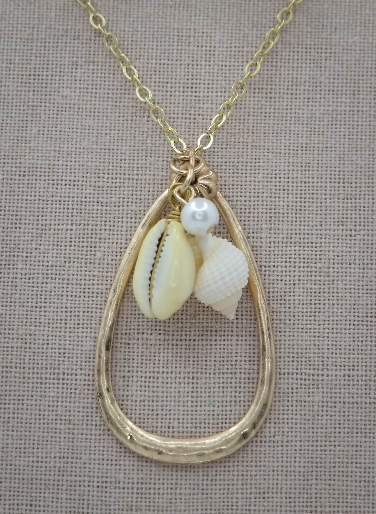 Limited Edition <br /> <br /> Necklace <br /> White Shell