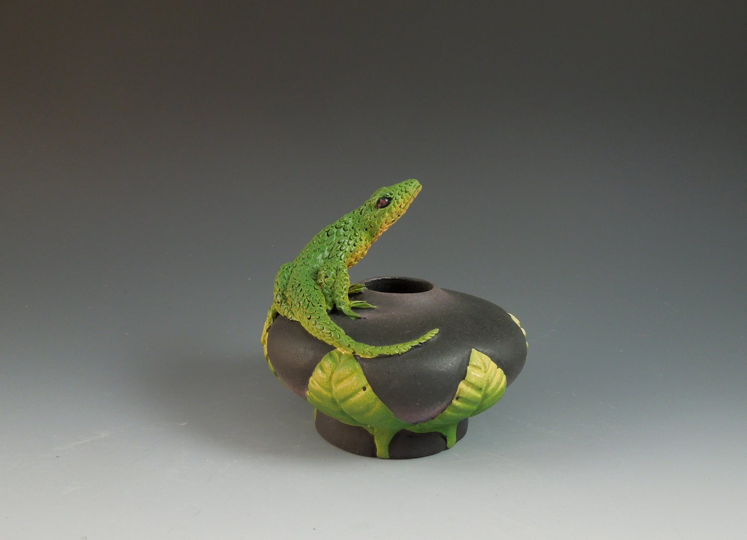 Image of Lizard Bowl with Leaves