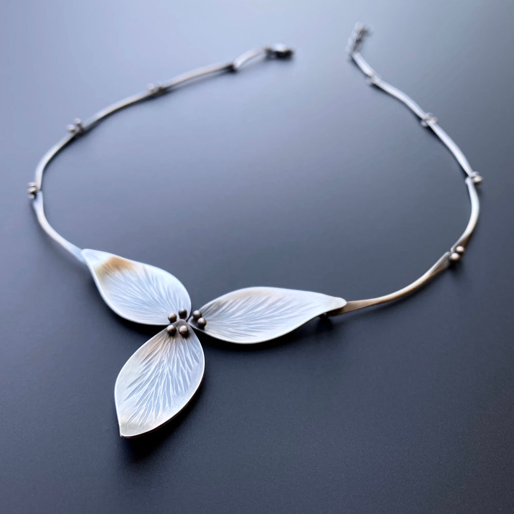 Image of Trillium Necklace All Silver