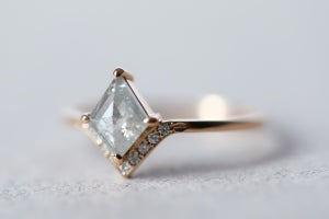 Image of 18ct Rose gold, grey rose-cut diamond ring IOW156