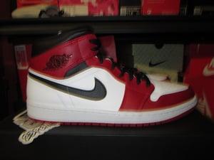 "Image of Air Jordan I (1) Retro Mid ""Chicago/White Heel"""