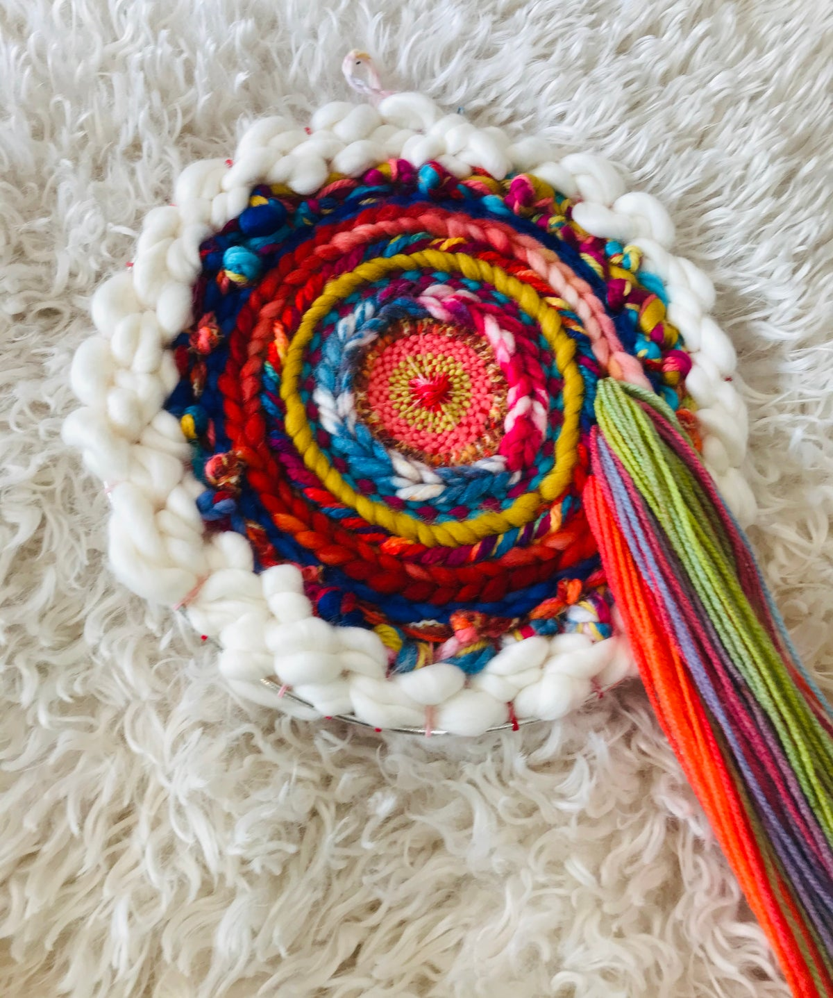 Over and around the Rainbow Circular Weaving