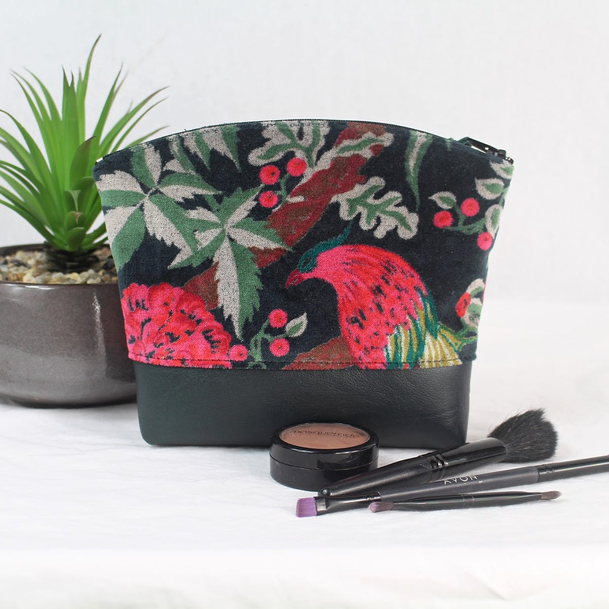 Image of Curved Purse - Velvet Bird Black