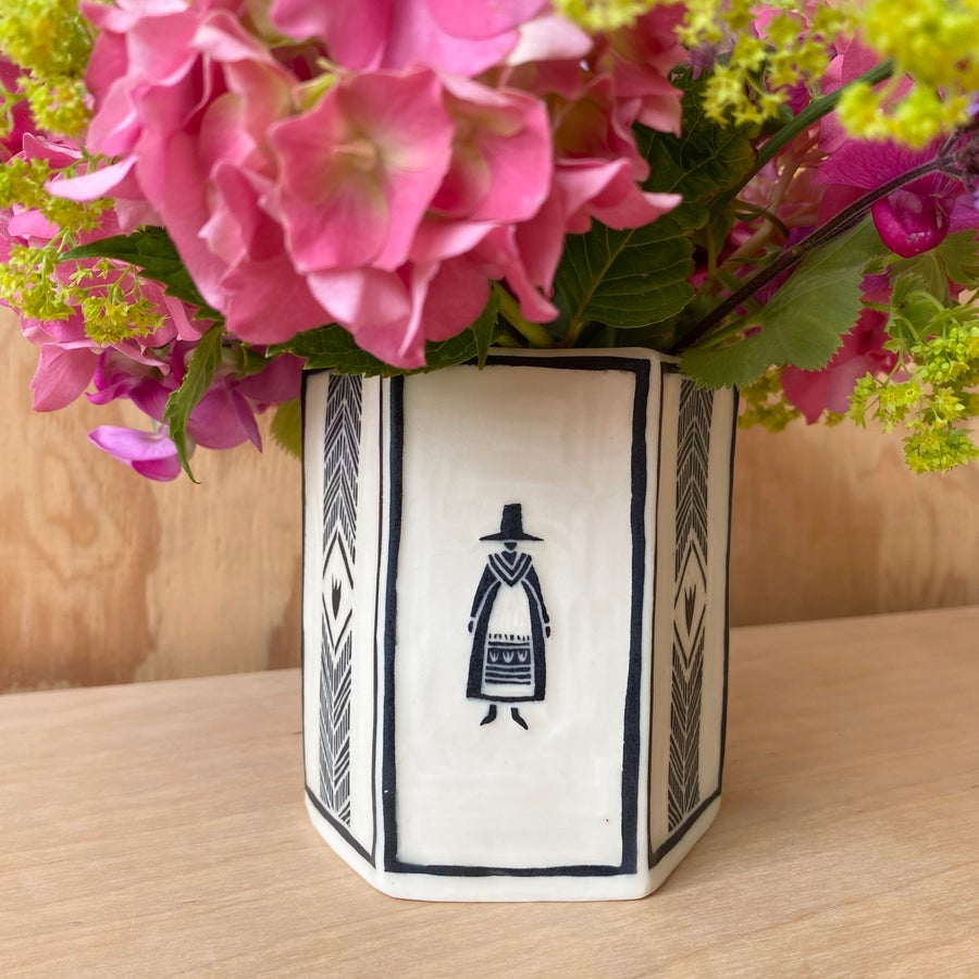 Image of Black Welsh Lady Hexagonal Pot