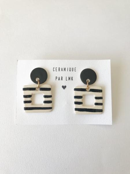 Image of Paire de boucles d'oreilles céramique CARRÉ PERCA noir et rayures