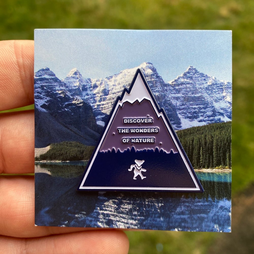 Discover the Wonders v.2 Pin