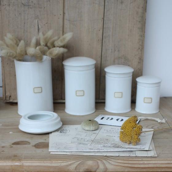 Image of Série de 4 pots à pharmacie en porcelaine. (Pots à Onguents).
